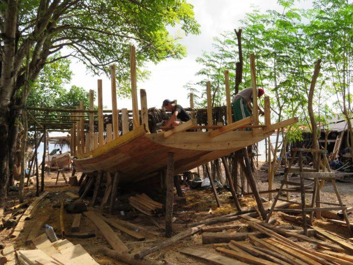 bouwen van Boeginesche boot