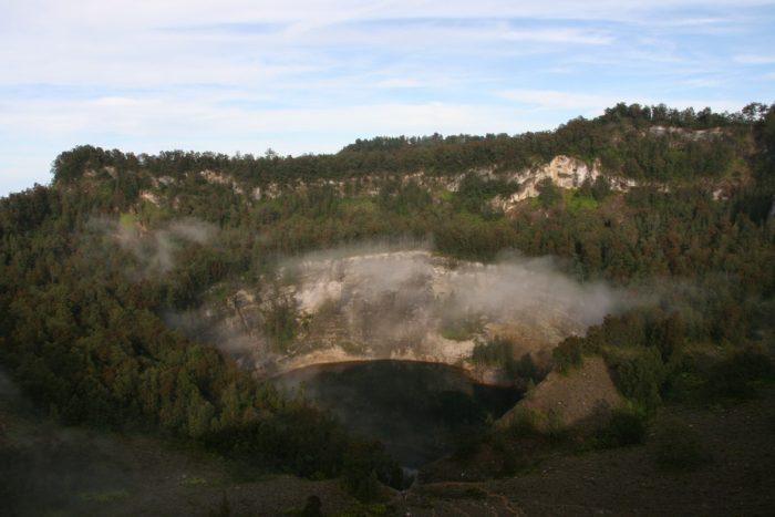 zwart kratermeer Kelimutu