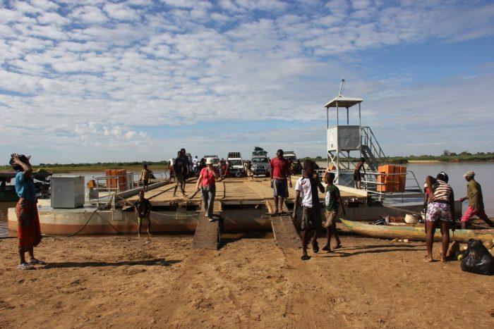 pont over Tsiribihina rivier