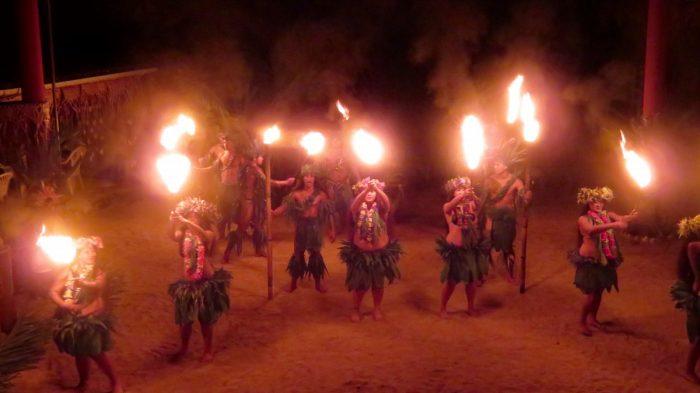 Dans in Tiki Village