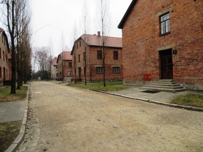stenen barakken in Auschwitz