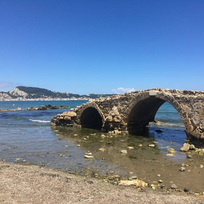 driebogige brug, Agassi