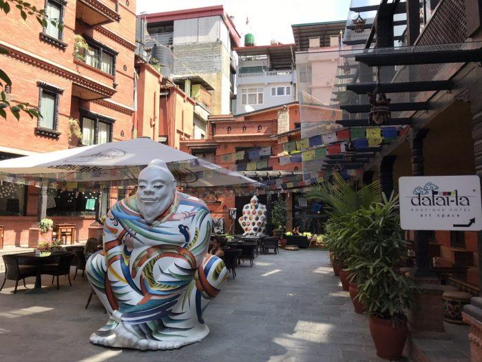 Binnentuin van Dalai-la hotel Kathmanud